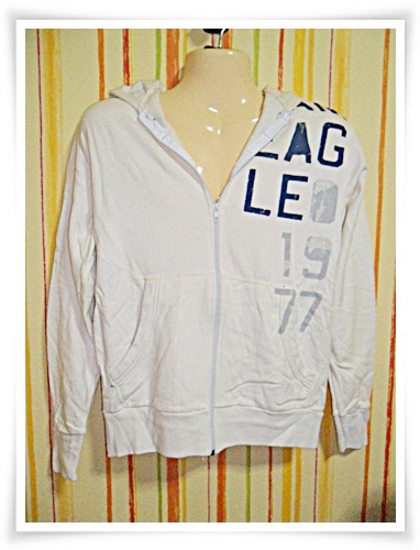 เสื้อกันหนาว American Eagle สีขาว