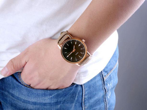 นาฬิกาข้อมือ ผู้ชาย สายหนังแท้ สีน้ำตาล หน้าปัดสีดำ คลาสสิค นาฬิกา Quartz นาฬิกาแบบเท่ ๆ เรียบหรู ราคาถูก 417583