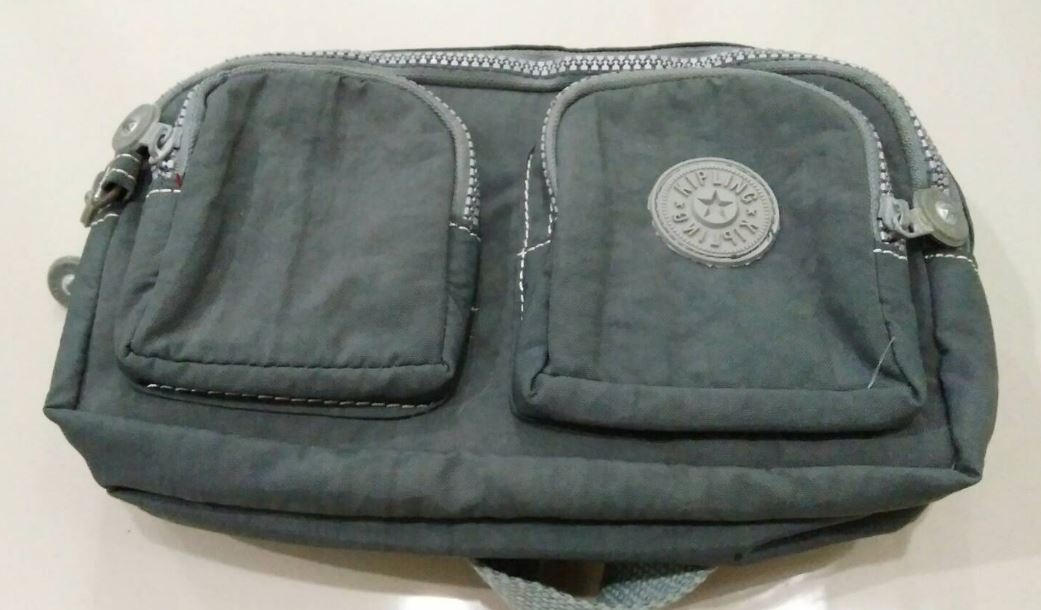 กระเป๋าคาดเอว กระเป๋าสีเทา คาดเอว คาดอกได้ กระเป๋ามือสอง สภาพเยี่ยม สินค้าราคาถูก กระเป๋าแฟชั่นผู้หญิง kp014