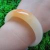HB08J กำไลหยกพม่าแท้สีน้ำผึ้งอมส้มและเหลืองอ่อน 5.8 cm.