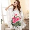 ชุดนอนผู้หญิง สีขาว ลายดอกไม้ สีชมพู ชุดนอนแบบ เสื้อคลุม แขนปีก ผีเสื้อ ยาวเหนือเข่า ชุดนอน ผ้าไหม ซาติน นุ่มลื่น ใส่สบาย กันไรฝุ่น 170039_1