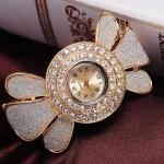 นาฬิกาข้อมือ ใส่ออกงาน สุดหรู แบบ กำไล ทอง นาฬิกาผู้หญิง แบบ กำไลข้อมือ ทอง 18 K พ่นทราย สีเงิน ดีไซน์ เป็น ดอกไม้ ติดเพชรล้อมกรอบ 235343