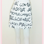 **สินค้าหมด skirt274 กระโปรงแฟชั่นจับจีบด้านหน้า เอวยืดด้านหลัง ผ้านิ่มสีขาวลายตัวอักษรดำ Size L