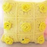 หมอนอิงลายกุหลาบสีเหลืองถักโครเชต์ yellow Pillow crochet 12*12 inch