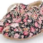 รองเท้าหุ้มส้น ผู้หญิง สไตล์วินเทจ ลายดอกกุหลาบทั้งคู่ เข้ากับ ชุดเดรส หวาน ๆ รองเท้าส้นแบน สไตล์เกาหลี แบบน่ารัก สีดำ 179931_2