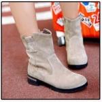 รองเท้าบูทผู้หญิง แบบข้อไม่สูงมาก หนังกำมะหยี่ แบบน่ารัก รองเท้าบูทใส่เที่ยว ต่างประเทศราคาถูก ติดเหล็กที่ส้นเท้า เพิ่มความเก๋ สีเบจ 783019