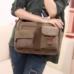กระเป๋าสะพายข้าง ผ้าแคนวาส ผ้ายีนส์ ผู้หญิง ผู้ชาย ใช้ได้ กระเป๋าสะพาย ใส่หนังสือ Ipad นิตรสาร เสื้อผ้า ไปเรียน ไปเที่ยว ใบขนาดกลาง 12070