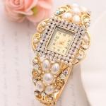 นาฬิกาข้อมือผู้หญิง นาฬิกาแบบ กำไลข้อมือ ดีไซน์ ตกแต่ง ไข่มุก และ ฝังเพชร ล้อมกรอบ สี่เหลี่ยม นาฬิกาให้แฟน ของขวัญสุดหรู หวาน ๆ 376711