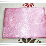 ผ้าแพร 6 ฟุตสีชมพูอ่อนลายดอกกุหลาบใหญ๋ P110