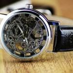 นาฬิกาข้อมือ แบบโชว์กลไก ด้านใน Automatic watch สายหนังแท้ สีดำ กรอบหน้าปัด มี 2 สี สีทอง และ สีเงิน ของขวัญสุดหรู ให้แฟน เก๋มากค่ะ no 8444810_1