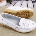 รองเท้าหุ้มส้น ผู้หญิง รองเท้าหนังแท้ รองเท้าคัทชู ใส่เที่ยว ใส่ทำงาน หนังแท้ ใส่สบาย ยึดหยุ่นสูง สีขาว ปั้มลายดอกไม้ 967424_2