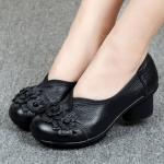 รองเท้าหุ้มส้น ผู้หญิง รองเท้าหนังแท้ รองเท้าคัทชู แบบ เสริมส้นเล็กน้อย รองเท้าหนัง สีดำ แต่งลายกุหลาบ แบบเรียบ ๆ ใส่ออกงาน 950334_1