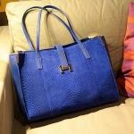 กระเป๋าถือ แฟชั่นหนัง ลายหนังงู สีน้ำเงิน กระเป๋าสะพายข้างผู้หญิง กระดุม รูปตัว H กระเป๋าแฟชั่น จุของได้เยอะ no 36236_2