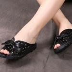 รองเท้าส้นแบน รองเท้าแฟชั่น ผู้หญิง รองเท้าแตะ หนังแท้ แบบมีหุ้มส้นเล็กน้อย รองเท้าผู้หญิง หนังแท้ ติดโบว์ด้านหน้า ใส่เที่ยว ไฮโซ 478039