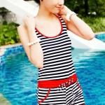 ชุดว่ายน้ำวันพีช สำหรับคนขี้อาย ชุดว่ายแบบเสื้อกล้าม กางเกงขาสั้น มีฮู้ด น่ารัก ๆ ลายขวาง เส้นขอบชุด สีแดง 792514_1