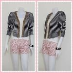 blouse1817 เสื้อคลุมแฟชั่น แขนยาว บ่าฟองน้ำ ผ้ายืดเนื้อหนาลายขวาง สีดำขาว รอบอก 38 นิ้ว ความยาว 19 นิ้ว