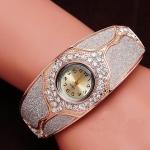 นาฬิกาข้อมือ นาฬิกาผู้หญิง แบบ กำไลข้อมือ ใส่ออกงาน พ่นทราย สีเงิน ดีไซน์ ฝังเพชรรอบ ออกแบบ เป็นลายแตก สี rose gold 378600