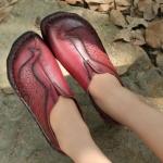 รองเท้าหุ้มส้น ผู้หญิง รองเท้าหนังแท้ รองเท้าคัทชู รองเท้าใส่เที่ยว รองเท้าหนังนิ่ม สีแดง ดีไซน์ ลายนกยูง แสนสวย ใส่สบาย สวยเก๋ 399504_3