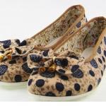 รองเท้าหุ้มส้น รองเท้า คัทชู โทนสีน้ำตาล ตัดลาย จุด เพ้นท์ ลายสีน้ำเงิน ติดโบว์ ที่หัวรองเท้า รองเท้าวัยรุ่น ใส่สบาย เที่ยว เรียน ราคาถูก 175941_1