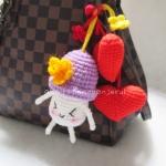 ที่ห้อยกระเป๋าเห็ดถักสีม่วงพร้อมหัวใจคู่