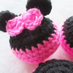พวงกุญแจหัวตุ๊กตามินนี่ถักโครเชต์ minie mouse crochet keychain