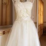 เดรสออกงาน มินิเดรส งานแต่งงาน แบบ เกาะอก พาดลายลูกไม้ที่ไหล่ สีครีม no 49824