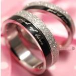 แหวนคู่ แหวนครบรอบวันแต่งงาน แหวนหมั้น แหวนแทนใจ สลักคำว่า God of Love สีดำสลับเงิน แหวนสวย ๆ ใส่เป็นคู่ ของขวัญให้แฟน สุดหรู 216960