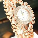 นาฬิกาข้อมือ ผู้หญิง แบบ กำไลข้อมือ นาฬิกา ฝังเพชร CZ คริสตัล สีทอง และ สีเงิน นาฬิกาใส่ออกงาน ฝังเพชร ระยิบระยับ แบบ หรูหรา 322458