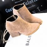 รองเท้าบูทผู้หญิง รองเท้ามาร์ตินบูท ส้นสูงเล็กน้อย รองเท้าหนังกำมะหยี่ รองเท้าหุ้มข้อ สูงนิดหน่อย สีเบจ มีซิปรูด ด้านข้าง 452451