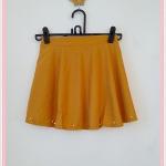 **สินค้าหมด skirt257 กระโปรงแฟชั่นงานแพลตตินั่ม ผ้าหนาเนื้อดี ปักมุกชายกระโปรง สีเหลืองมัสตาร์ด เอวยืด 26-34 นิ้ว