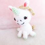 พวงกุญแจยูนิคอร์นถักไหมพรม สีครีม ขนาด 4 นิ้ว unicorn crochet keychain 4 inch