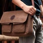 กระเป๋าสะพายข้าง ผู้ชาย ผ้า canvas งานดิบ สไตล์ วินเทจ เหมาะกับ ผู้ชายใส่กางเกงยีนส์ มาก ค่ะ สีน้ำตาล และ สีกากี no 92276