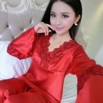 ชุดนอนผู้หญิง แบบ เสื้อกางเกง เสื้อนอนแขนยาว ชุดนอน ผ้าไหมซาติน สีแดงสด ระบายดอกไม้ สุดหรู ชุดนอน สาวหมวย ไฮโซ ใส่สบาย 201488_5
