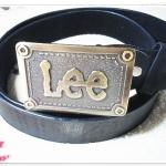 เข็มขัดผู้ชายหนังแท้ Lee หัวสี่เหลี่ยม สลักอักษร หนังดำด้าน Le357005