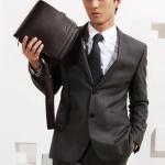 กระเป๋าสะพายข้างผู้ชาย กระเป๋าหนังแท้ แบบมีสายสะพายข้าง ขนาดกระทัดรัด ใส่ แท็บเล็ต ได้ 21x 23 x 7 cm สีดำ และ สีน้ำตาล no 25291_3