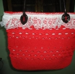 กระเป๋าสะพายสีแดง