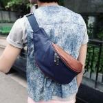 กระเป๋าคาดอก ผ้า canvas ผสม หนังแท้ มีสไตล์ กระเป๋าสะพายด้านหน้า สีกรม กับ สีดำ no 3376075