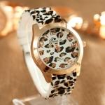 นาฬิกาข้อมือ ผู้หญิง สายซิลิโคน อย่างดี ลายเสือ พื้นขาว เหมาะกับสาวเปรี้ยวสุดๆ