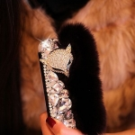 เคสขนเฟอร์ เคส iphone 5 แบบเปิดปิด ตกแต่ง ขนกระต่าย ฟูนุ่ม สีดำ ครึ่งนึง ตกแต่งคริสตัล หลากสี และ ประดับ คริสตัล หน้าสุนัขจิ้งจอก no 9692431_1
