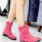 รองเท้าบูทผู้หญิง แบบข้อไม่สูงมาก หนังกำมะหยี่ รองเท้าบูทใส่เที่ยว ต่างประเทศราคาถูก ติดเหล็กที่ส้นเท้า เพิ่มความเก๋ สีชมพู ใส่กับชุดเดรส 783019_3