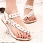 รองเท้าส้นแบน รองเท้าแฟชั่น ผู้หญิง รองเท้าแตะ แบบรัดส้น ลายดอกไม้ สีขาว ใส่เที่ยวทะเล เดินชายหาด เก๋ ๆ รองเท้าแตะ วินเทจ น่ารัก 916623
