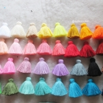 (ราคาส่งคละสี สั่งขั้นต่ำ 12 ชิ้น) พู่แบบหนาฟู ขนาด 2 นิ้ว 4 ply tassel crochet acrylic yarn 4 ply