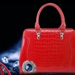 กระเป๋าถือผู้หญิง สีชมแดง หนังแก้ว เงาสวย ลายหนัง จรเข้ เข้ากับ ชุดเปรี้ยว ชุดราตรีสีดำ สามารถ ปรับเป็น กระเป๋าสะพายข้างได้ 719680_4