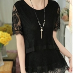 เสื้อผ้าลูกไม้แขนสั้น สีดำ ใส่แบบหลวม ๆ คล่องตัว แบบสวย มีดีไซน์ เสื้อลูกไม้ สีดำ ใส่ออกงาน แบบคุณนาย ใส่สวย ดูดี มีระดับ 161156_1