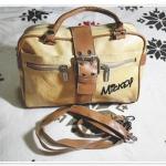 กระเป๋าถือ กระเป๋าสะพาย หนังสีน้ำตาลอ่อน Micky สายคาดหน้า