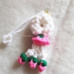 พวงมาลัยกุหลาบถักแขวนหน้ารถ / แขวนกระจกรถ ถักโครเชต์ thai garland crochet hanging