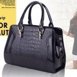 กระเป๋าถือ ผู้หญิง สีดำ หนังเงา ลายหนัง จรเข้ แบบสวย สามารถ ปรับเป็น กระเป๋าสะพายข้างได้ กระเป๋าหนังแก้ว ใบใหญ่ ใช้ออกงาน ไฮโซ 719680_1