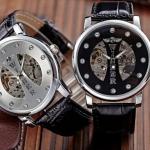 นาฬิกาโชว์กลไก Winner นาฬิกาข้อมือเปลือย นาฬิกาข้อมือผู้ชาย ไม่ต้องใส่ถ่าน สายหนังแท้ สีดำ หน้าปัด ดำ และ เงิน รุ่นปิดแกนกลาง ของขวัญสุดหรู 301459
