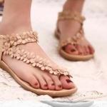 รองเท้าส้นแบน รองเท้าแฟชั่น ผู้หญิง รองเท้าแตะ แบบรัดส้น ลายดอกไม้ สีน้ำตาลอ่อน ใส่เที่ยวทะเล เดินชายหาด เก๋ ๆ รองเท้าแตะ วินเทจ น่ารัก 916623_1