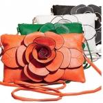 กระเป๋าสะพายข้างผู้หญิง ขนาดเล็ก ติดดอกไม้ใหญ่ สำหรับ ใส่เครื่องสำอางค์ ของจุกจิก โทรศัพท์ กล้อง กระเป๋าสตางค์ สีขาว ดำ เขียว 599161